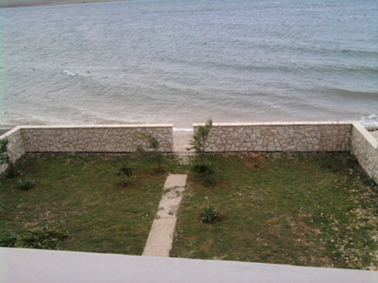 Dvorište prema moru